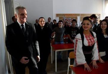 Nikolić: a kisebbségek érdekében kell fejet hajtani a vajdasági vérengzések áldozatai előtt - A cikkhez tartozó kép