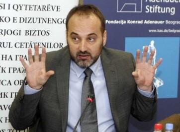 Az ombudsman pisztolya - A cikkhez tartozó kép