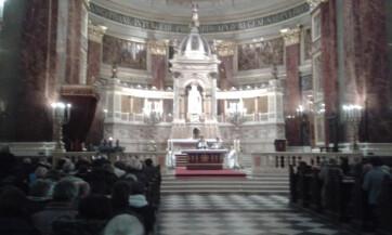 Budapest: Az 1944-45-ös délvidéki ártatlan magyar áldozatokra emlékező szentmise volt a Bazilikában - A cikkhez tartozó kép