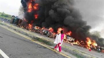 Pakisztán: Felrobbant egy tartálykocsi, több mint százan égtek halálra - A cikkhez tartozó kép