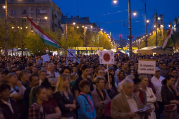 Választás 2018: Pécsett és Debrecenben is kormányellenes tüntetést tartottak - A cikkhez tartozó kép