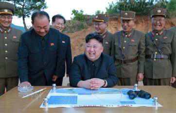 Napi fotó: A világ vezetői sorra üdvözlik Kim...