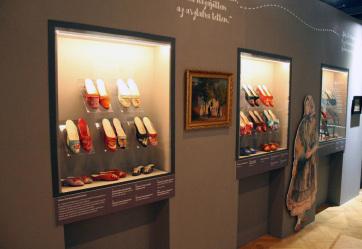 Szeged: Szögedi menyecskepapucsokat keres a Móra-múzeum - A cikkhez tartozó kép