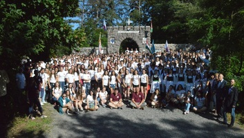 400 diák, 4 kontinens, 1 nyelv - illusztráció
