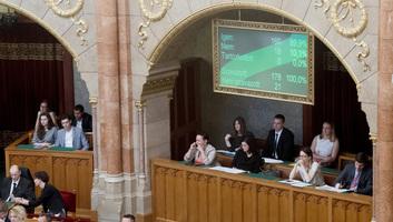 """A """"Stop Soros"""" törvénycsomag bizonyos rendelkezéseinek visszavonására szólított fel a Velencei Bizottság - illusztráció"""
