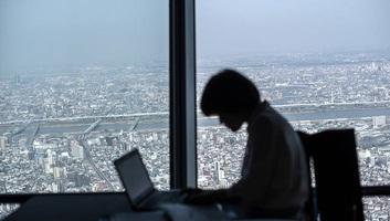 Japán: Három perccel előbb ment el ebédelni, levonták a fizetéséből - illusztráció