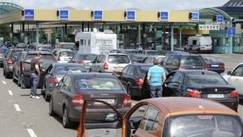Egy órára csökkent a várakozási idő a röszkei autópálya-határátkelőn - illusztráció