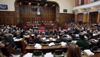 Szerbiában 113 párt van, de csak kettő jutna be a parlamentbe - illusztráció