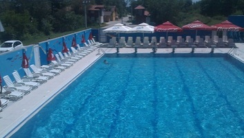 Jagodina: Letartóztatások a medencébe fulladt fiú halála miatt - illusztráció