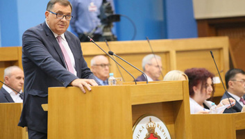 A boszniai Szerb Köztársaság kormánya elvetette a srebrenicai jelentést - illusztráció