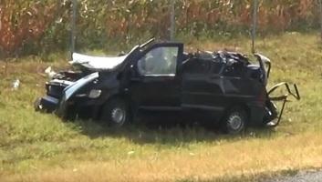 Szerbia: Felborult egy illegális bevándorlókat szállító mikrobusz, többen megsérültek - illusztráció