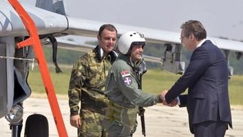 Vučić: A kötelező katonai szolgálat visszaállításán gondolkodunk - illusztráció