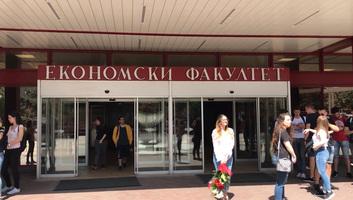 A Belgrádi Közgazdasági Kar egyetlen feltétellel munkát ígér a gólyáknak - illusztráció