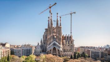 A Sagrada Familia 136 évvel az alapkőletétel után kap építési engedélyt - illusztráció