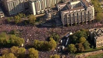 Több százezres tüntetés Londonban a Brexit ellen - illusztráció