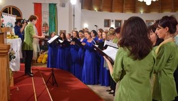 Zenta: Kórusünnep a Lisieux-i Kis Szent Teréz-emléktemplomban - illusztráció