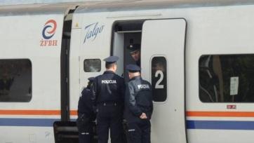 Migránsokat akadályoztak meg abban, hogy leszálljanak a vonatról a boszniai-horvát határon - A cikkhez tartozó kép