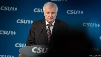 Horst Seehofer bejelentette, hogy távozik a bajor CSU elnöki tisztségéből - illusztráció