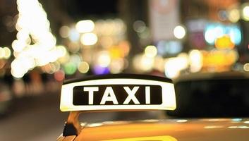 Szerbia nem gátolja a taxisok monopóliumát - illusztráció