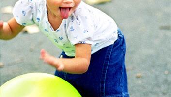 A felnőttekhez hasonló módon képesek dönteni a kisgyermekek társas helyzetekben - illusztráció