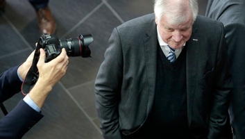 Horst Seehofer január 19-ig marad a bajor CSU elnöke - illusztráció