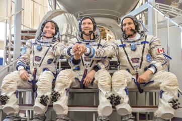 Összekapcsolódott az űrállomással a Szojuz MSZ-11 űrhajó, fedélzetén három űrhajóssal - A cikkhez tartozó kép