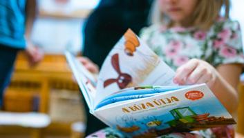Agrármesekönyvet adott ki a NAIK - illusztráció