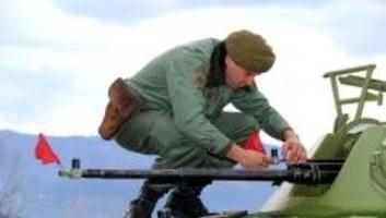 Jelentős számú szerb katona állomásozik az adminisztratív határ mentén - illusztráció