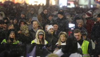 Tiltakozó megmozdulás Belgrádban - illusztráció