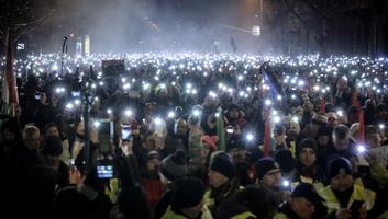 Szerda óta tüntetnek Budapesten, vasárnaptól vidéki városokban is - illusztráció