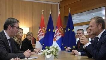 Tusk üdvözli Szerbia lépéseit - illusztráció