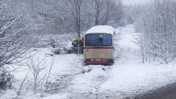 Kruševac: Súlyos szerencsétlenség a csúszós út miatt, egy személy meghalt, egy kismama életéért küzdenek - A cikkhez tartozó kép