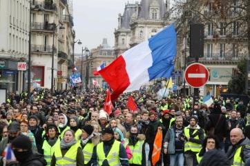 Könnygáz és vízágyú a párizsi tüntetéseken - A cikkhez tartozó kép