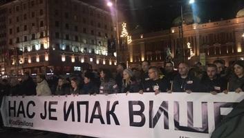Tiltakozó megmozdulás és séta Oliver Ivanovićért Belgrádban - illusztráció