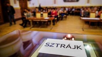 Március 14-ére sztrájkot hirdettek a magyarországi közszolgálati dolgozók - illusztráció