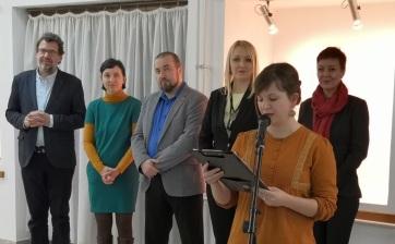 Zenta: Közös kiállítás nyílt a vajdasági kisebbségi művelődési intézetek működésének 10 éves jubileuma alkalmából - A cikkhez tartozó kép