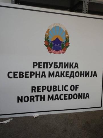 Megkezdték a hivatalos épületeken olvasható feliratok cseréjét Macedóniában - A cikkhez tartozó kép