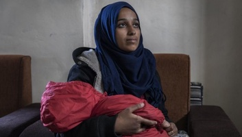 Pereli az amerikai kormányt a korábban az Iszlám Államhoz csatlakozó fiatal nő apja - illusztráció
