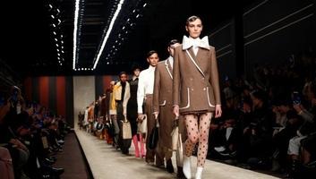 Karl Lagerfeld utolsó kollekcióját mutatta be a Fendi Milánóban - illusztráció