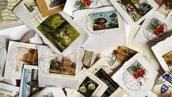 Március 4-től kiegészítő postabélyeg a menekültügyi főbiztosság támogatására - illusztráció
