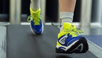 A reggeli és a délutáni sportolás előrébb állítja a test biológiai óráját - illusztráció