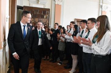 Szijjártó: A magyarságnak nemzeti identitásához, hitéhez ragaszkodó közösségként van jövője - A cikkhez tartozó kép