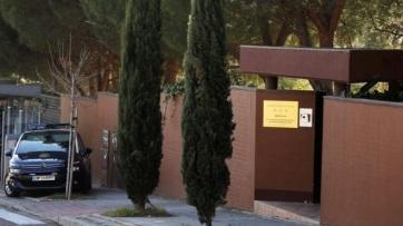 El Mundo: Fegyverarzenált talált Észak-Korea madridi nagykövetségén a spanyol rendőrség - A cikkhez tartozó kép