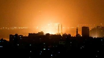 Száz légicsapással válaszolt az izraeli hadsereg a Tel-Avivra lőtt két rakétára - A cikkhez tartozó kép