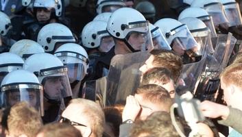 A belgrádi tüntetéseket követően 18 személyt előállítottak - illusztráció