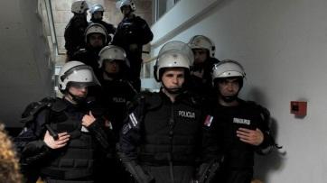Az ügyészség vizsgálati fogságot kér az RTS-be behatolókra - A cikkhez tartozó kép