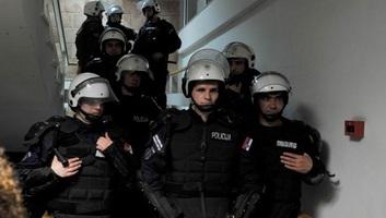 Az ügyészség vizsgálati fogságot kér az RTS-be behatolókra - illusztráció