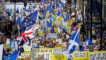 Több mint egymillióan tüntettek Londonban a Brexit ellen - illusztráció