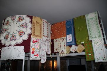 Falunapi kézimunka kiállítás Kishegyesen - A cikkhez tartozó kép