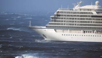 Helikopterrel mentik ki a bajba jutott norvég luxushajó utasait - illusztráció